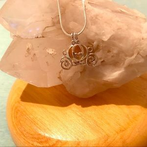 Jewelry - Cinderella carriage aroma diffuser necklace